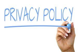 hand die 'Privacy-Policy' schrijft